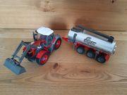 Traktor mit Güllefass