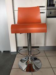 Formschöne Barhocker orange weiß