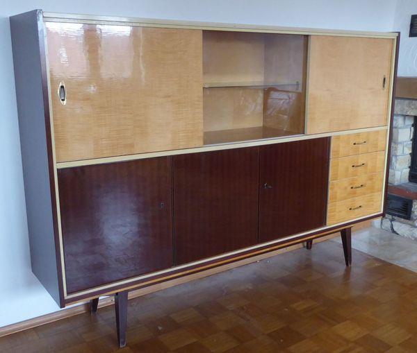 Wohnzimmerschrank 50er/60er-Jahre - Karlsruhe - mit Vitrinenteil, Schubladen, und Schiebetüren.Breite: 200 cmHöhe: 142 cmTiefe: 42 cm - Karlsruhe