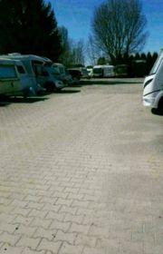Freier Stellplatz für Wohnwagen Wohnmobil