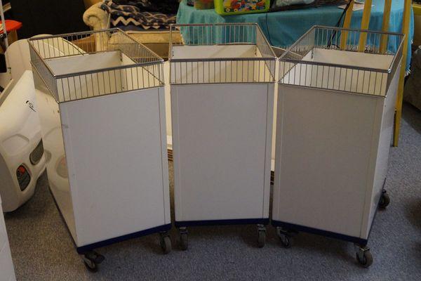 3 Wühlkörbe zu verkaufen