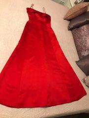 Tolles rotes Kleid aus gelänzendem