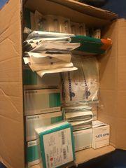 Kiste mit medizinischem Bedarf künstliche