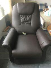Brauner Leder-Sessel motorisiert mit Aufstehhilfe -