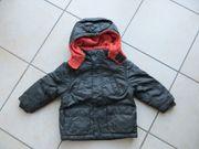 Winterjacke mit Kapuze Größe 92