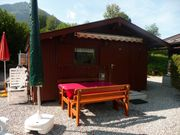 Ferienhütte mit überdachtem Wohnwagen für