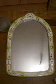Spiegel mit Keramikrahmen