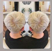 Platinblonde kurze Haare schneiden professionell