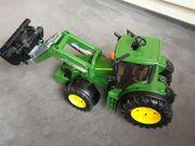 Traktor John Deere 7930 mit