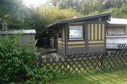 großer Wohnwagen mit Dauervorzelt