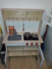 Spielküche aus Holz mit Zubehör