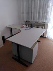 Südhessen - großer geschwungener Schreibtisch in