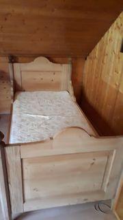 Antikes Einzelbett