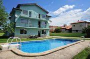 Große Villa mit Pool zum