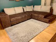 Couch mit Schlaffunktion integrierten Hockern