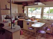 Wohnküche mit Sitzgelegenheit