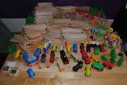 Holzzug viele viele viele Teile