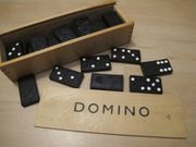 DOMINO Dominosteine in der Holzkiste