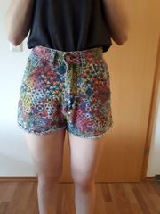 Bunte Jeans-Shorts