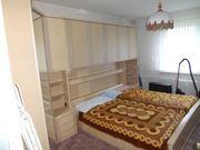 Komplettes Schlafzimmer Bett mit Überbau