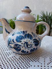 Neuwertige mittelgroße Teekanne