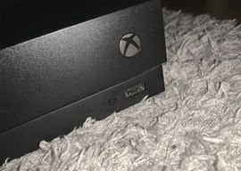 X-Box, Gerät & Spiele - Xbox One X 1 TB