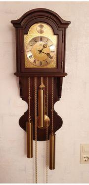 Wanduhr mit Westminster Glockenschlag