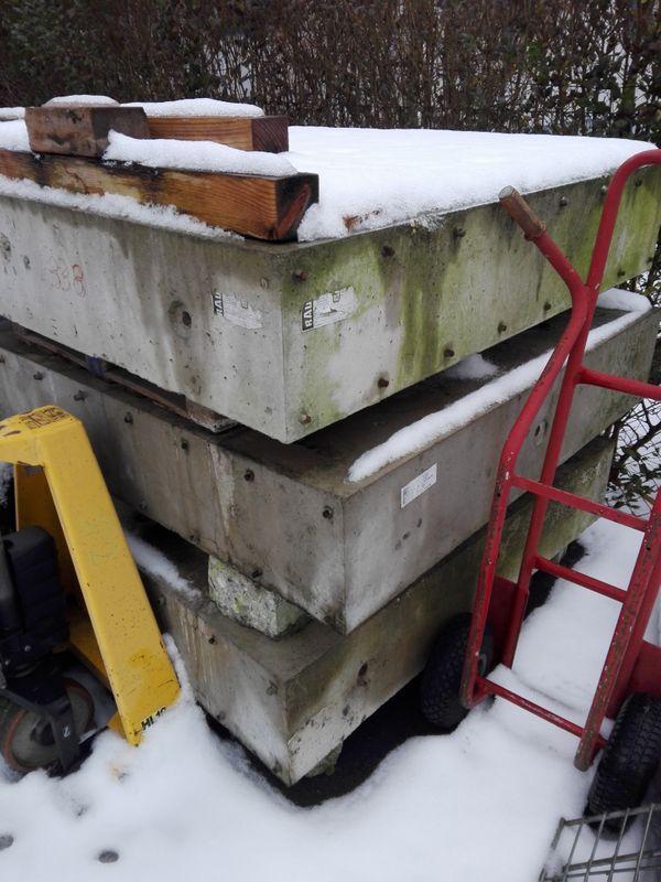 Verschenke Betonbodenplatten