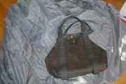 Handtasche grau mit Druckknopf großes
