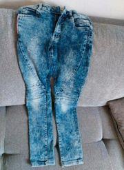 Jeans in der Größe 152