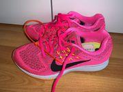 Nike Sportschuhe 36 neu