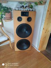 2 x goße Lautsprecherboxen