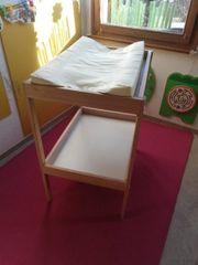 Wickeltisch aus Holz 80x70x80