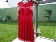 Neues festliches Kleid