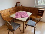 Gemütliches Bauernmöbel-Set Sitzecke Tisch Servierschrank
