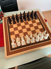 Vk Schachbrett mit zwei Sätzen