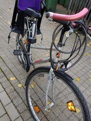 Frauen Fahrrad mit KinderSitz