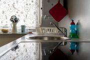 Gemütliche Küche mit Elektrogeräten