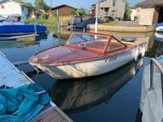Kulhay Motorboot mit Holz leicht
