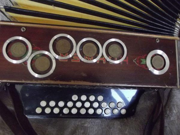 Hohner Erika IIb -Holz-um 1930 280,00 Euro, sehr schön mit Alu-verziert, für Sammler 20% Nachlass.