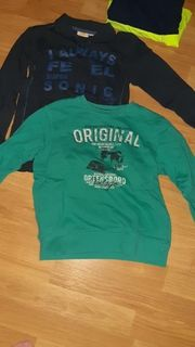 2 Jungen Sweatshirts Größe 122