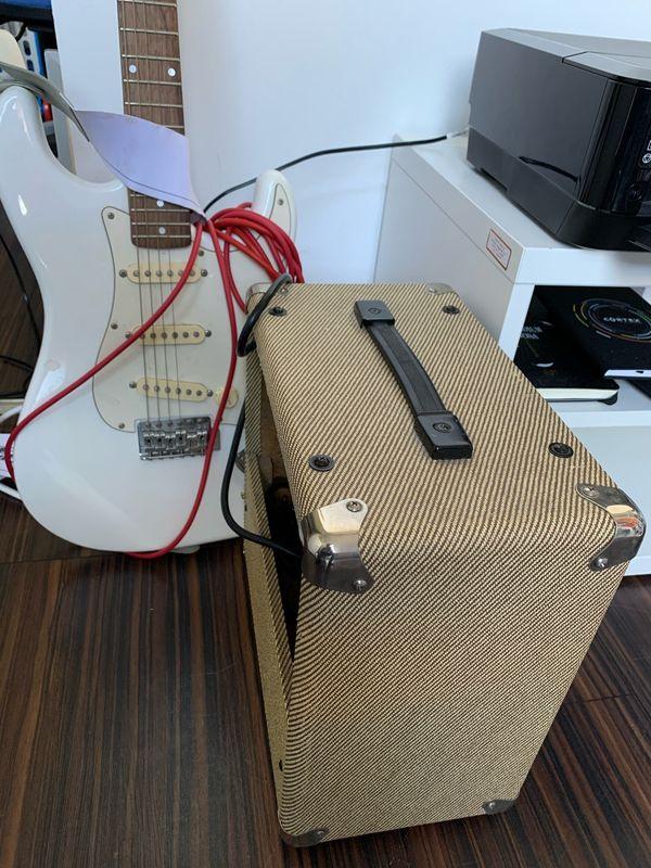 eh Gitarre mit Verstärker, ideal für Anfänger