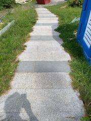 Treppenstufen und Gehwegsplatten zu verschenken