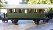2x Märklin 4000-Personenwagen mit Plattformen