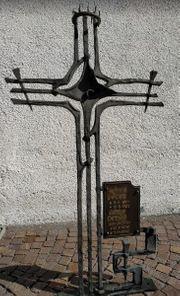 Grabkreuz mit Granitsockel
