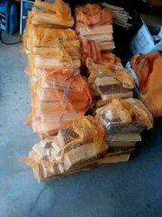 Fichten Brennholz im handlichen Raschelsack