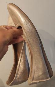 Schuhe gold schimmernd