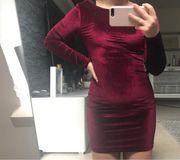 Weinrotes Kleid aus Polyester