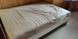 Betten - Bett mit IKEA-Matratze hoch