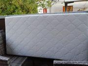 Matratze für ein Babybett